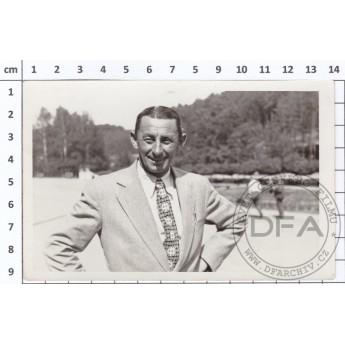 https://www.svetceskehofilmu.cz/389-thickbox/pohlednice-vlasta-burian-v-luhacovicich.jpg